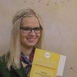 Johanna Lassacher mit der Einladung